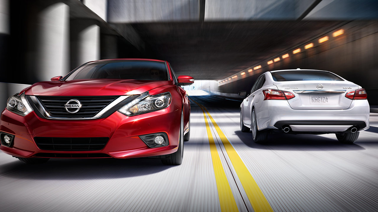 2016 Nissan Altima Red and White Exterior