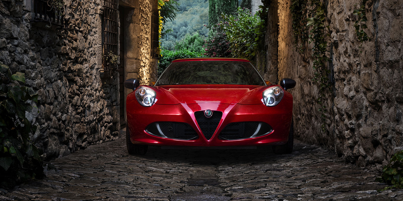 2017 Alfa Romeo 4C Coupe Exterior Front Red