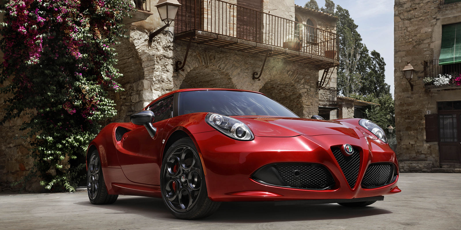 2017 Alfa Romeo 4C Coupe Front Red Exterior