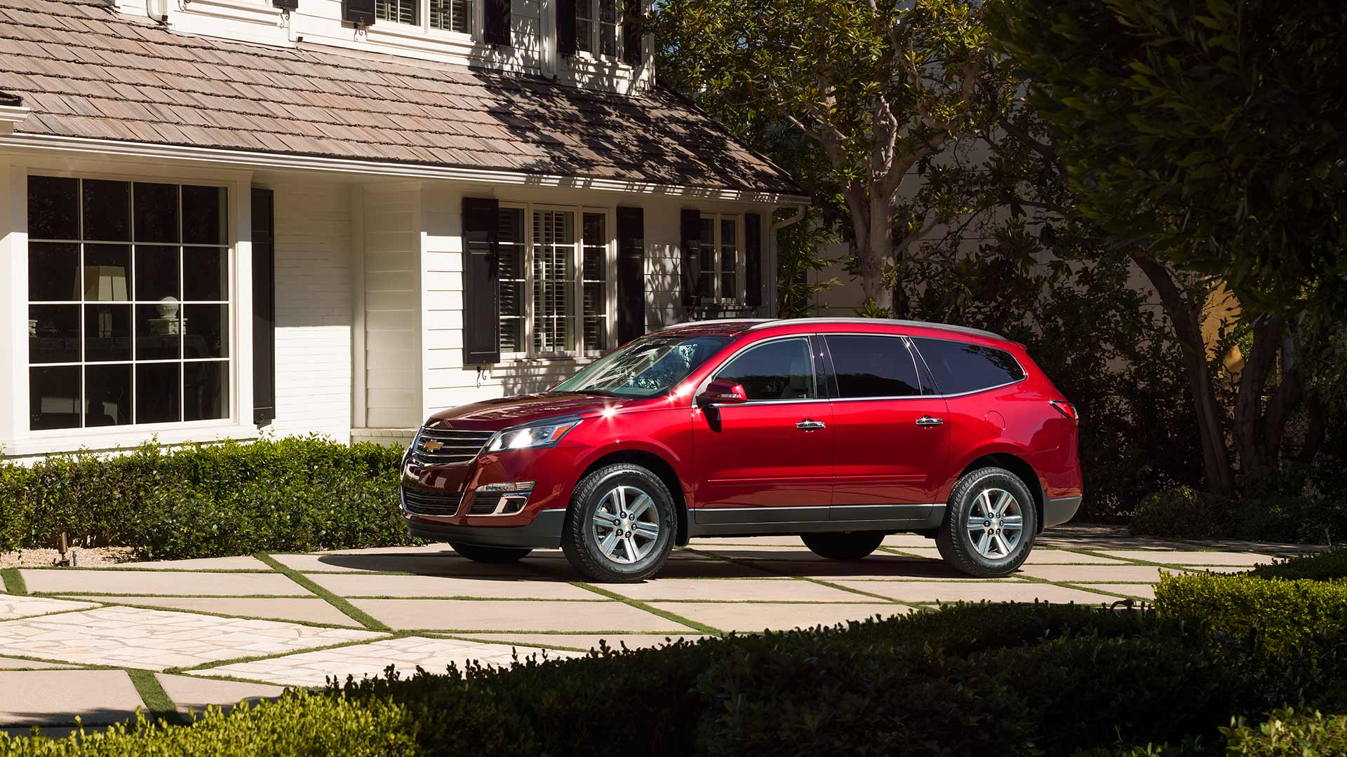 2017 Chevrolet Traverse Red Side Exterior
