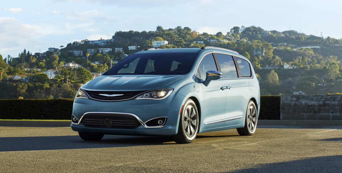2017 Chrysler Pacifica Hybrid Exterior Front-Side