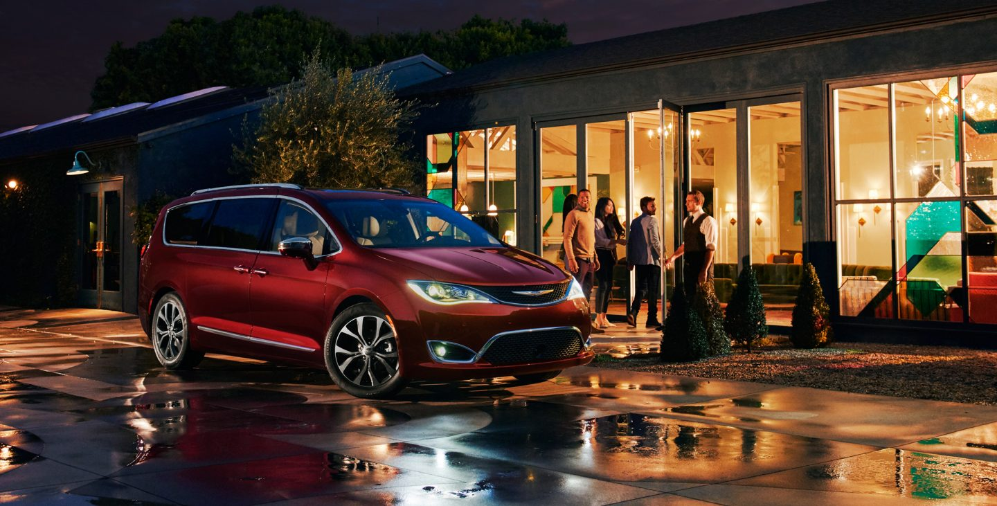 2017 Chrysler Pacifica Hybrid Exterior Side