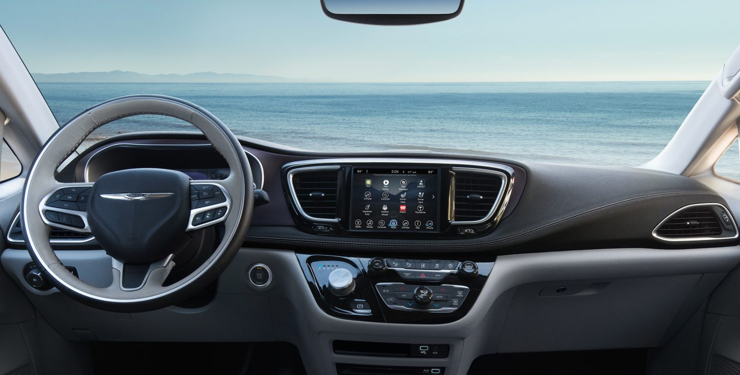 2017 Chrysler Pacifica Limited Front Dashboard Interior