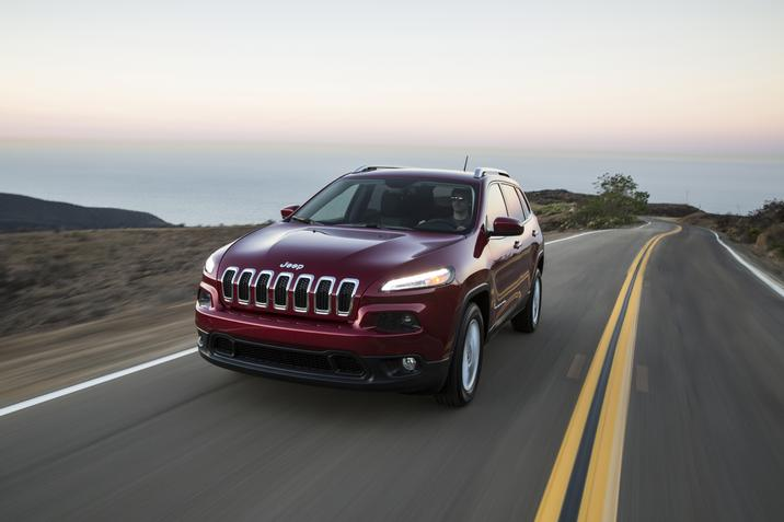 2017 Jeep Cherokee Latitude FWD Performance Front Exterior
