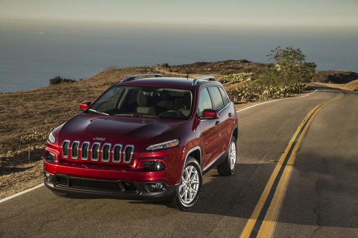 2017 Jeep Cherokee Latitude FWD Red Front Exterior