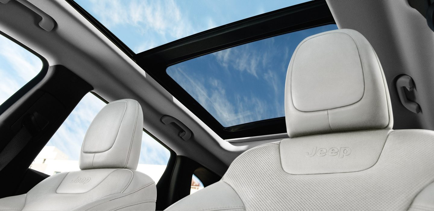 2017 Jeep Cherokee Interior Dual-Pane Sunroof