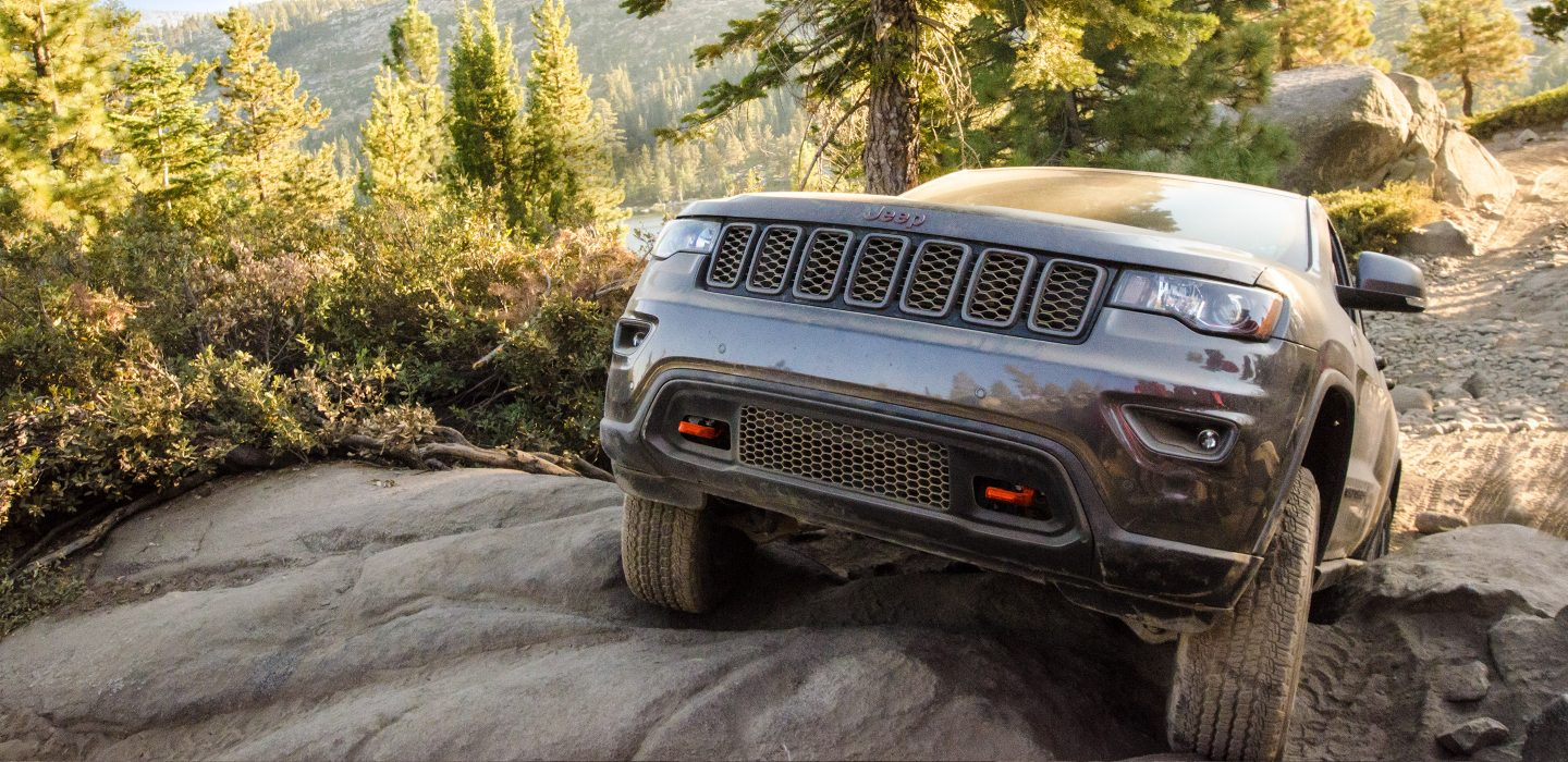 2017 Jeep Grand Cherokee Trailhawk Crawling Exterior