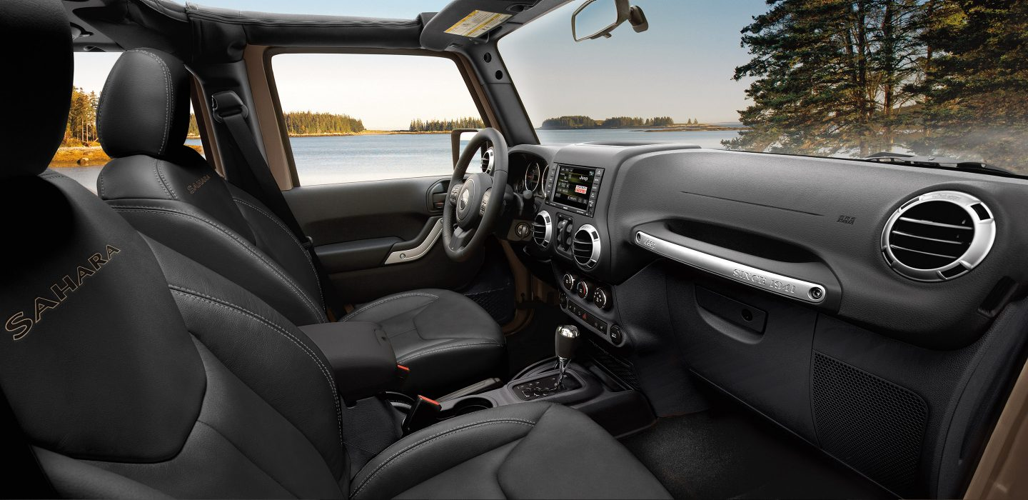 2017 Jeep Wrangler Unlimited Sahara 4x4 Side Interior