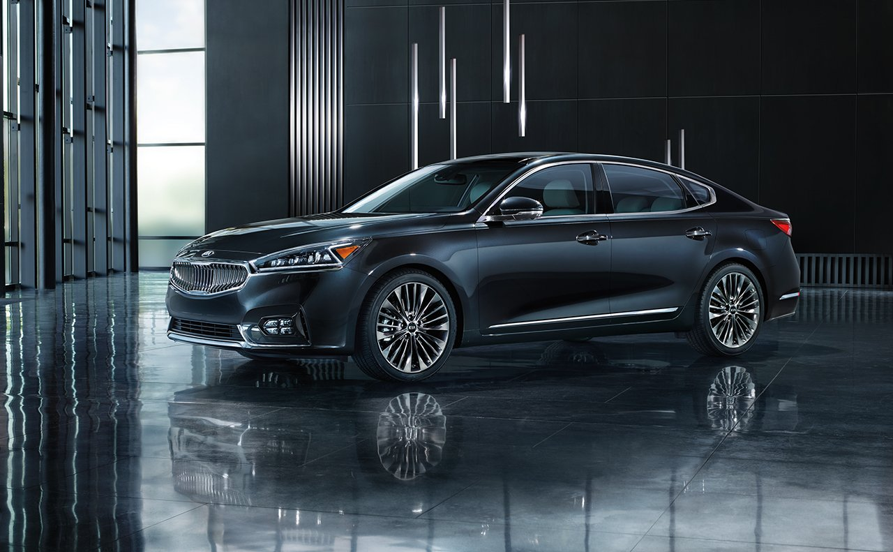 2017 Kia Cadenza Dark Blue Side Exterior