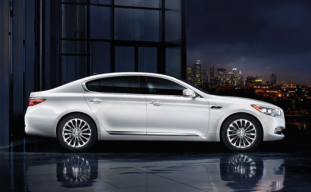 2017 Kia K900 Side White Exterior