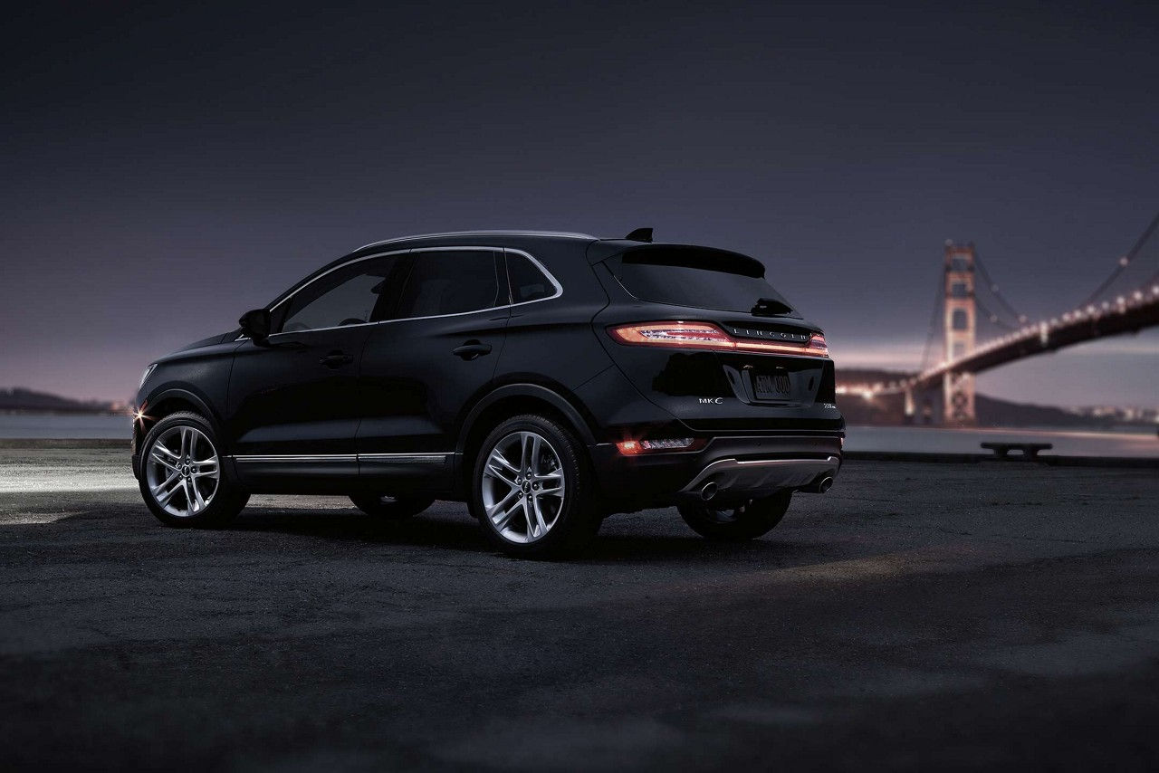 2017 Lincoln MKC Select Rear Exterior Night