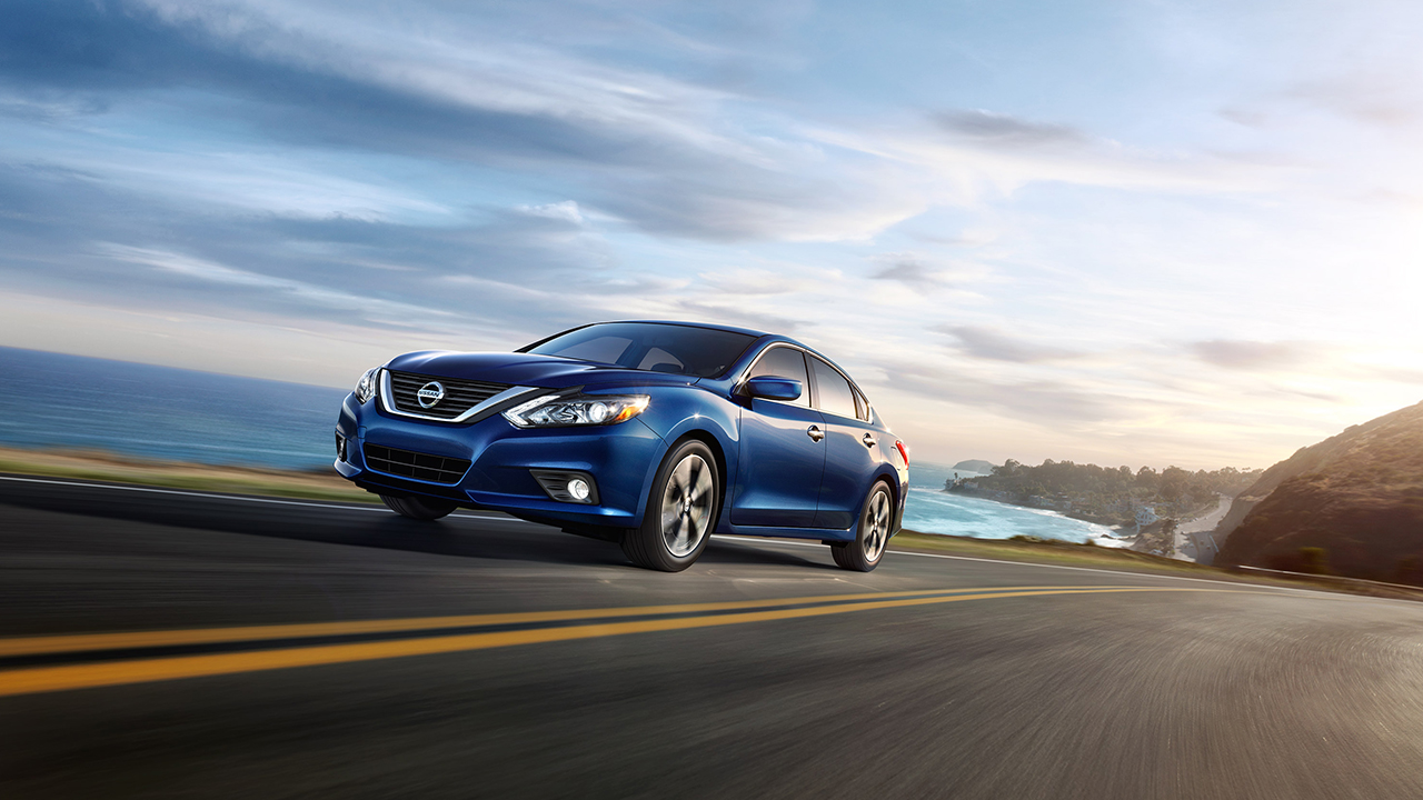 2017 Nissan Altima Front Exterior Blue