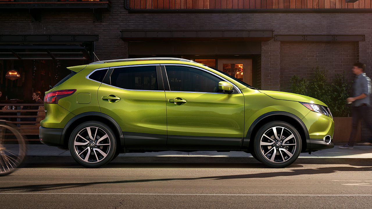 2017 Nissan Rogue Sport Green Side Exterior