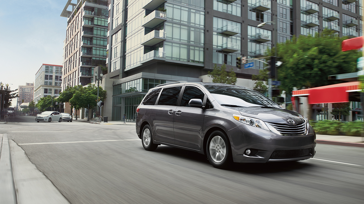 2017 Toyota Sienna Silver Front Exterior