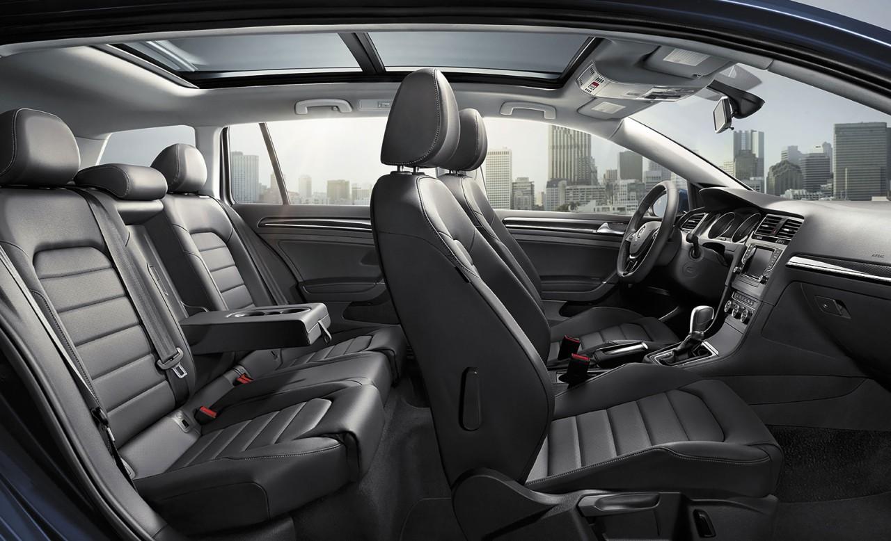 2017 Volkswagen Golf SportWagen Front Interior