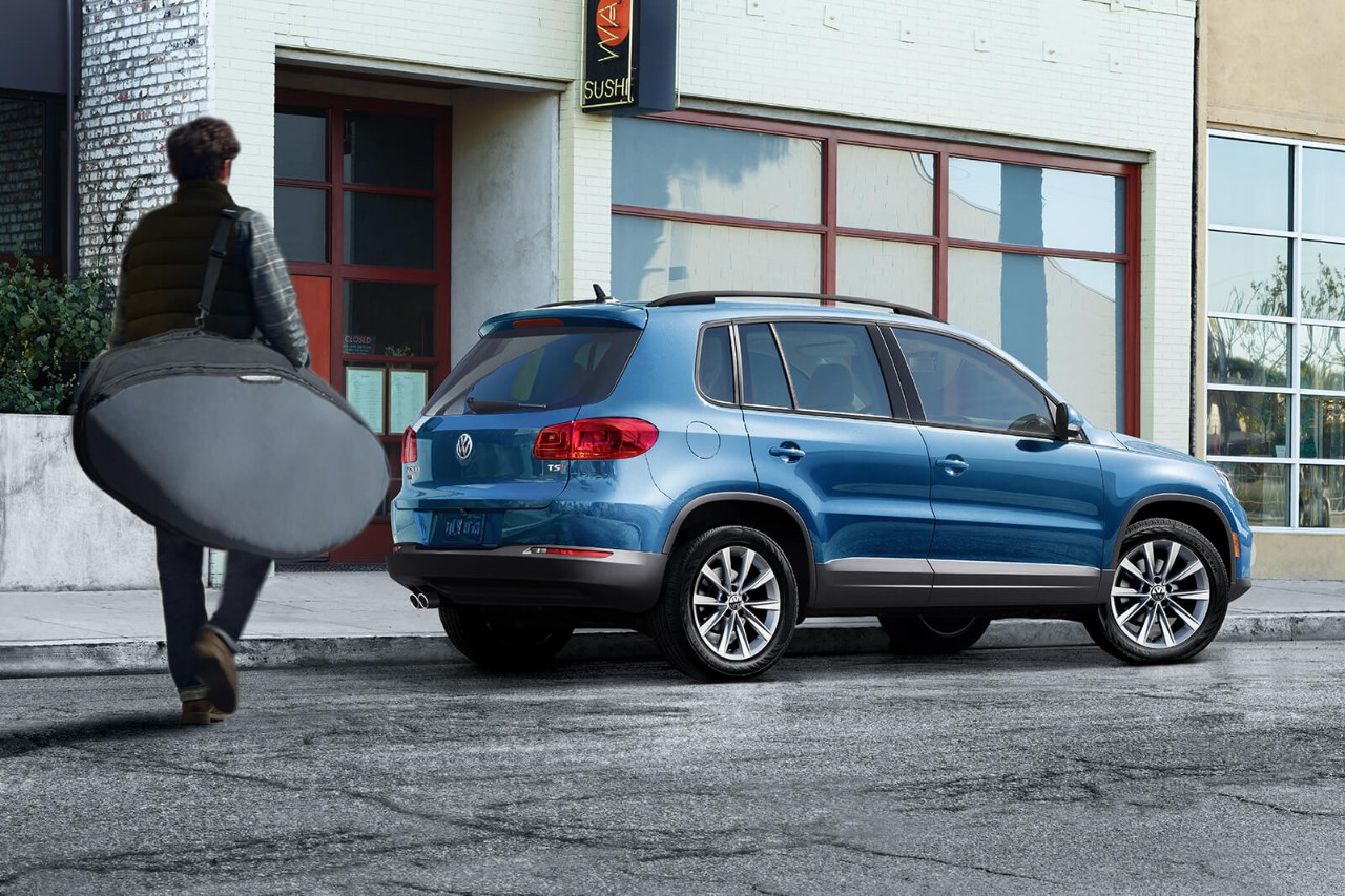 2017 Volkswagen Tiguan Limited Blue Exterior Side View.jpeg