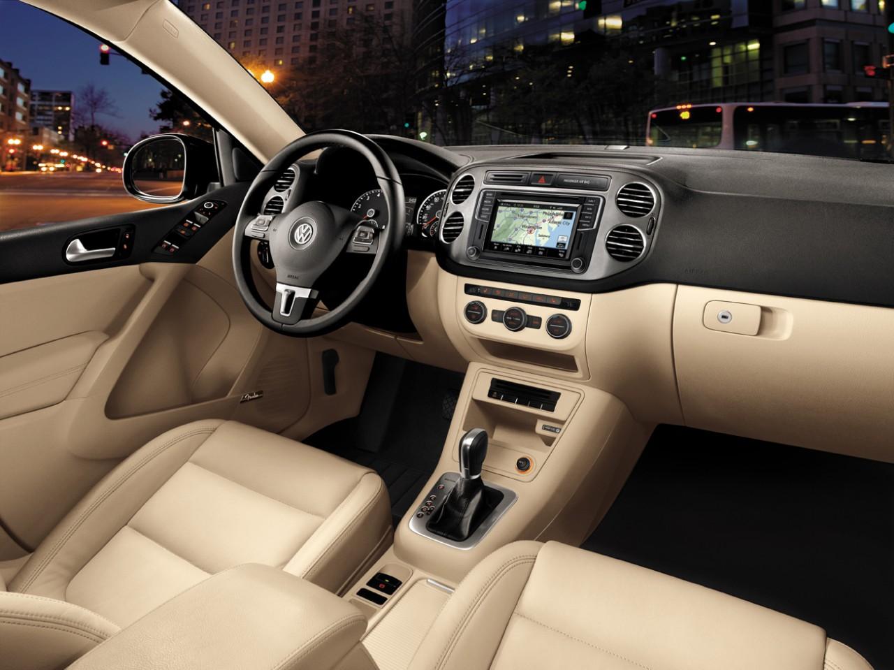 2017 Volkswagen Tiguan Front Interior.jpeg