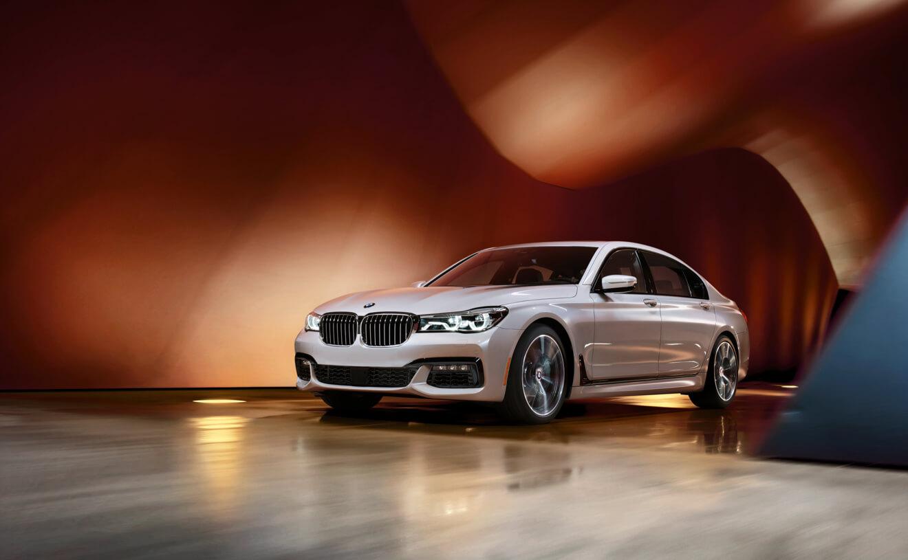 2018 BMW 7 Series 740i White Front Exterior