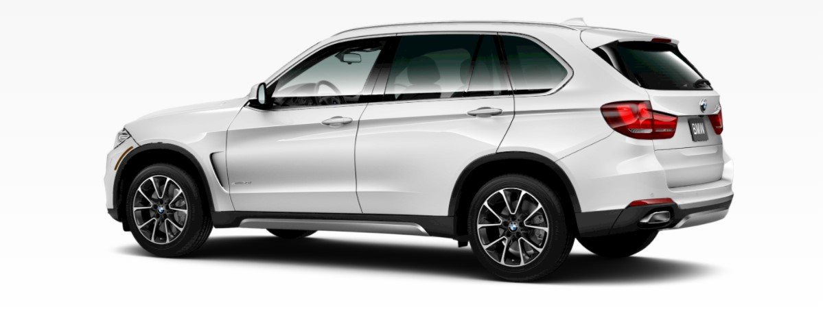 2018 BMW X5 xDrive50i Front Mineral White Metallic Rear Exterior