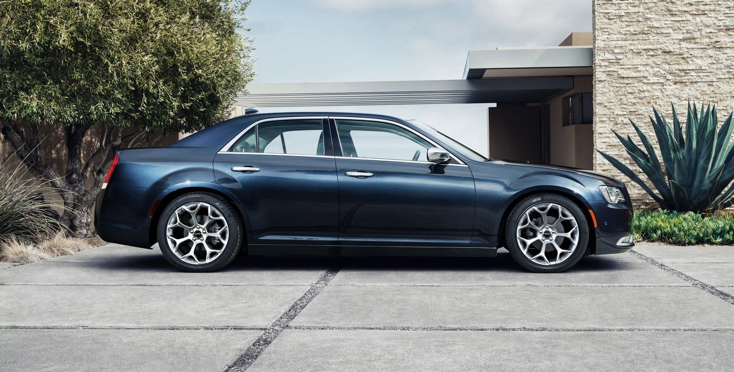 2018 Chrysler 300C Blue Side Exterior