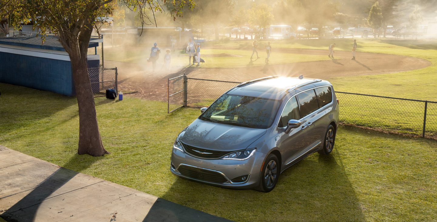 2018 Chrysler Pacifica Hybrid Front Gray Exterior 2