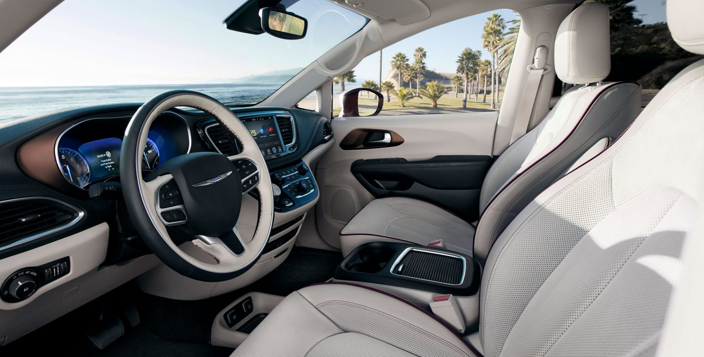 2018 Chrysler Pacifica Front Interior Dashboard and Seating