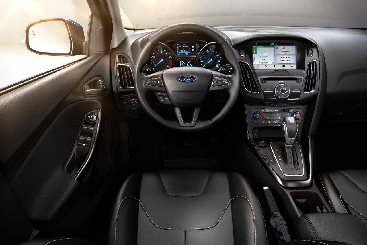 2018 Ford Focus Black Leather Front Interior Dashboard