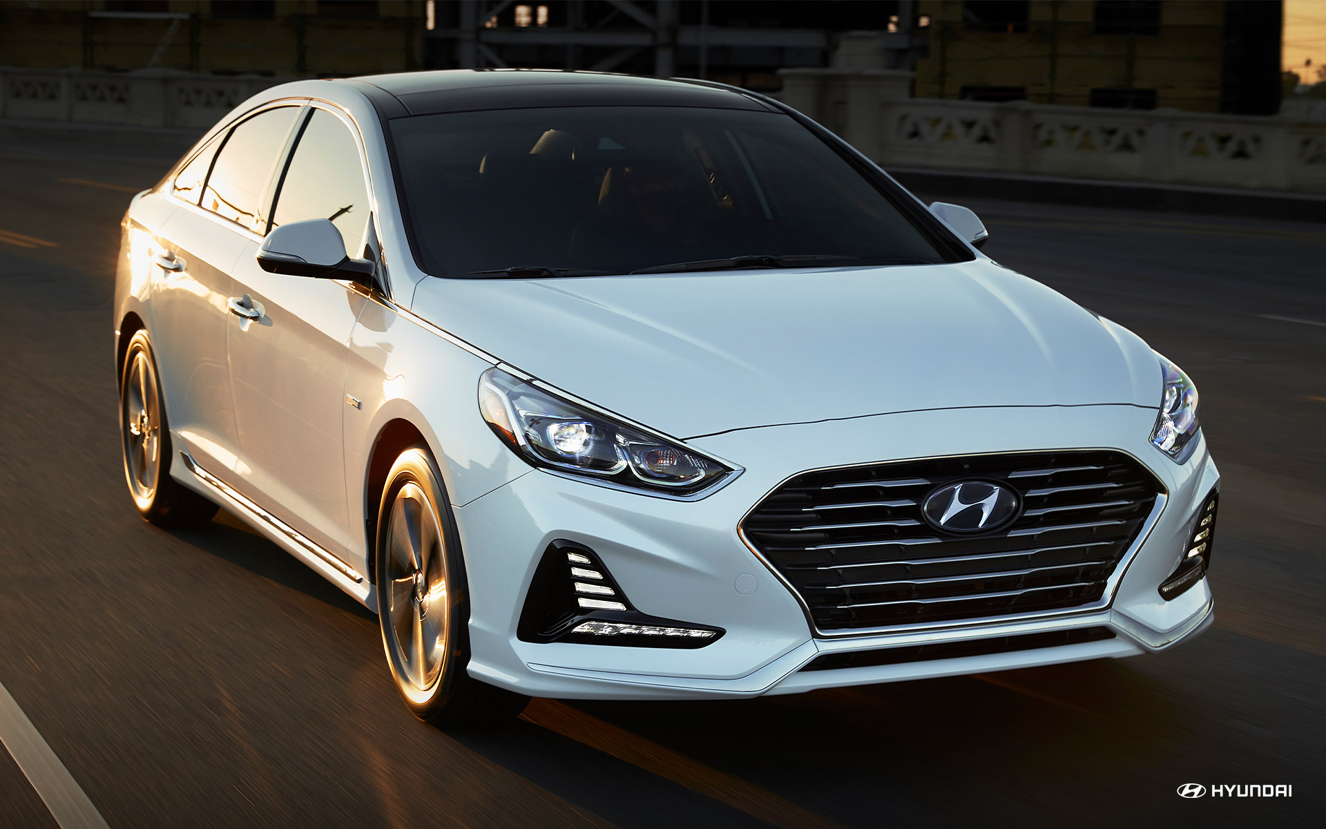 Picture of 2018 Hyundai Sonata Hybrid White Exterior Front and Side View