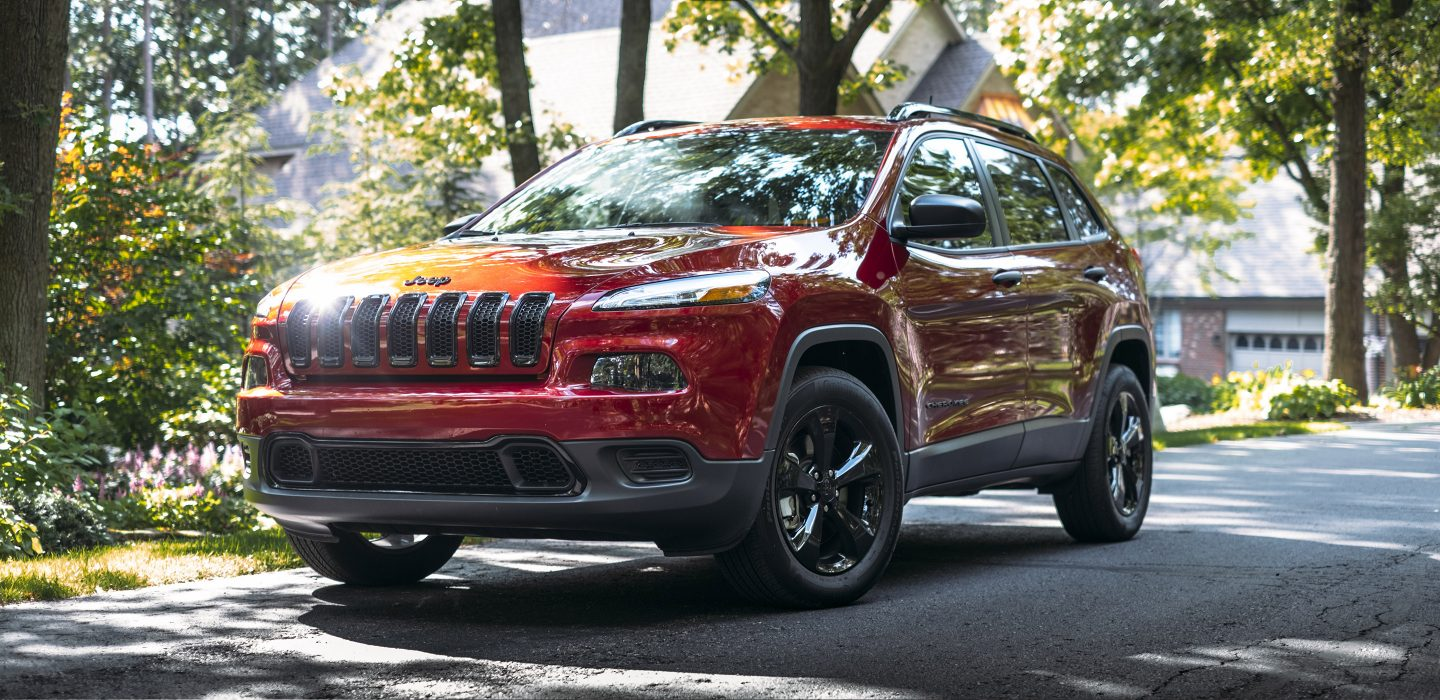 2018 Jeep Cherokee Latitude Red Exterior Front View