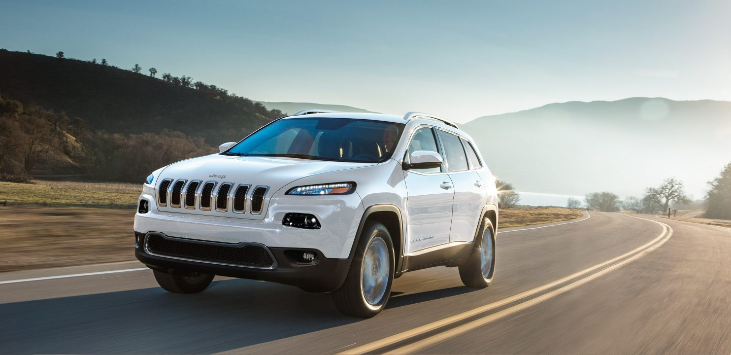 2018 Jeep Cherokee White Front Exterior