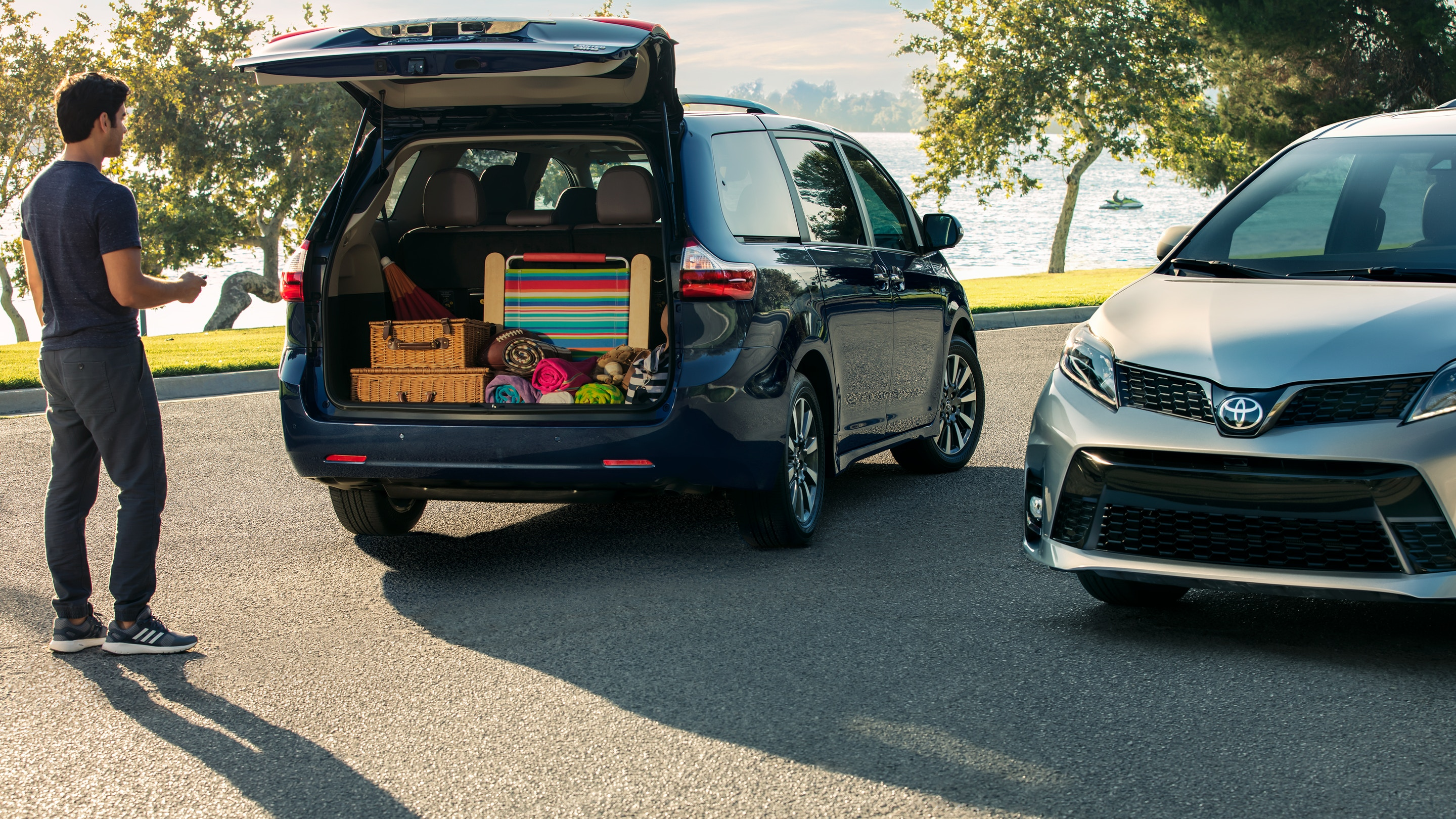 2018 Toyota Sienna Open Rear Exterior Picture