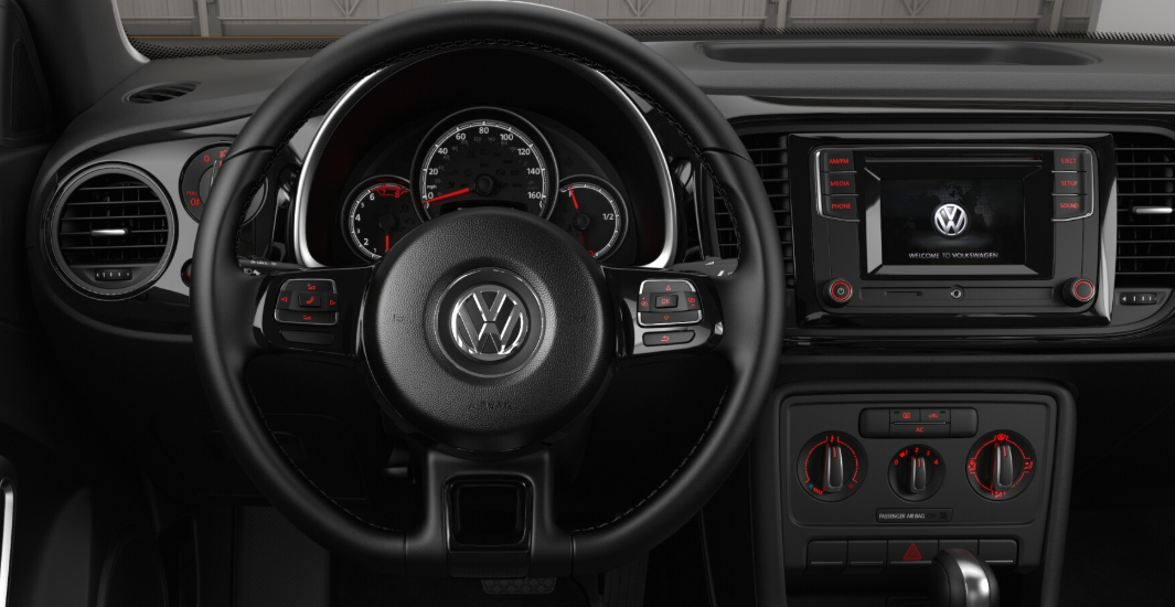 2018 Volkswagen Beetle S Front Interior Dashboard and Steering Wheel Pictrue.png