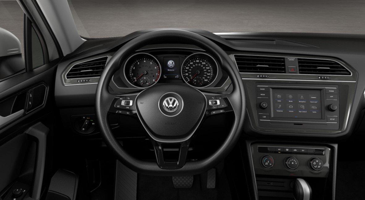 2018 Volkswagen Tiguan S 4Motion Dashboard Interior