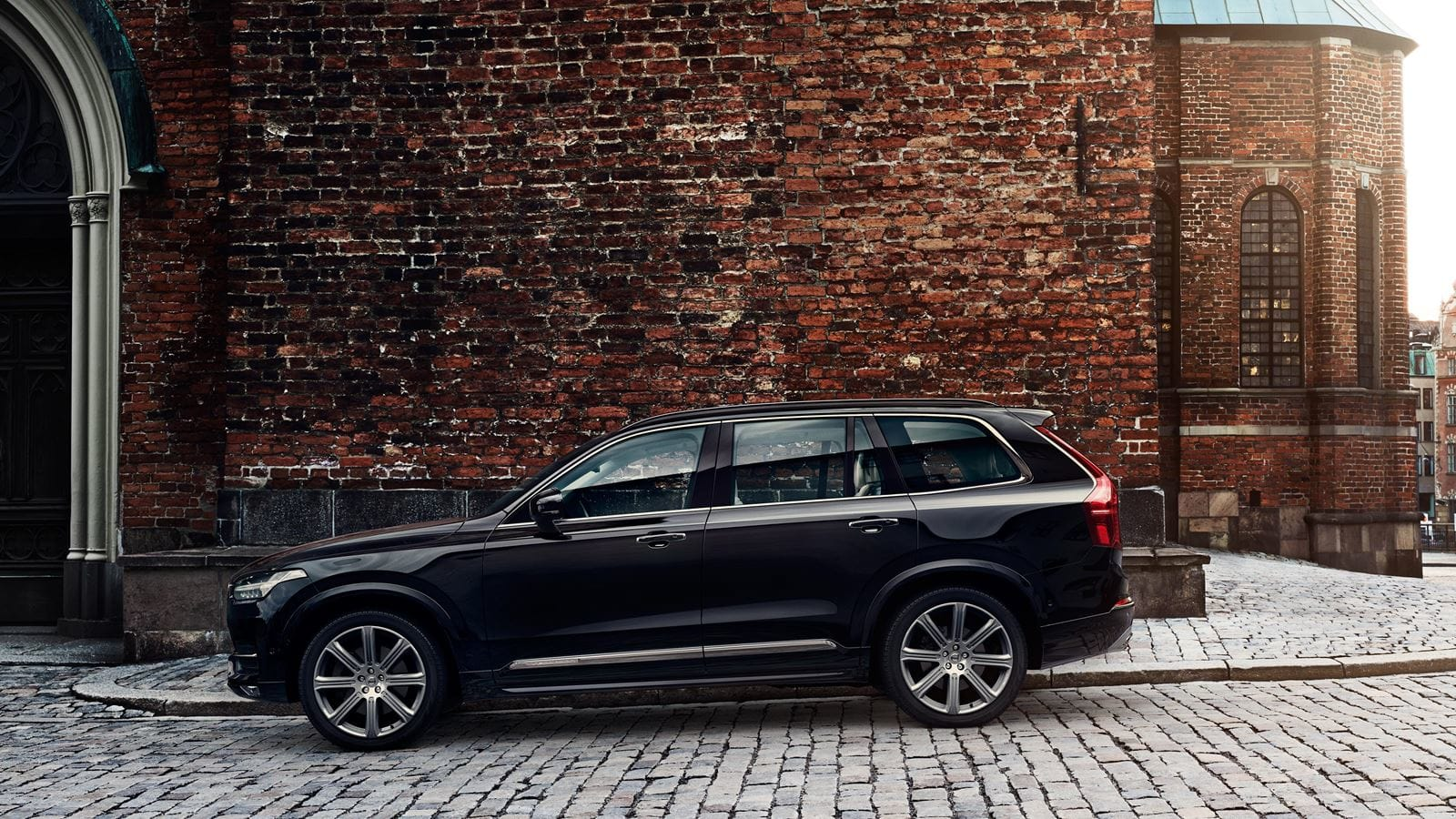 2018 Volvo XC90 Black Side Exterior