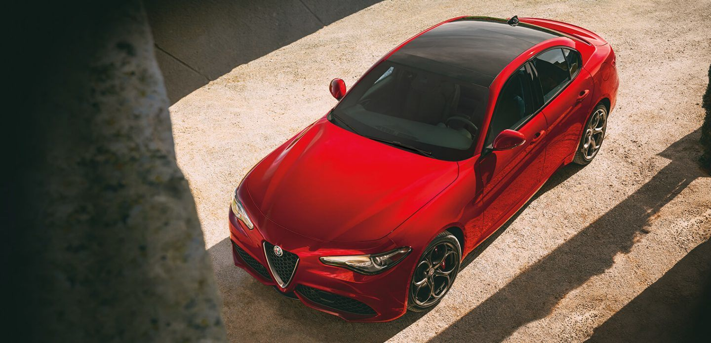 2019 Alfa Romeo Giulia Red Exterior Top View Picture