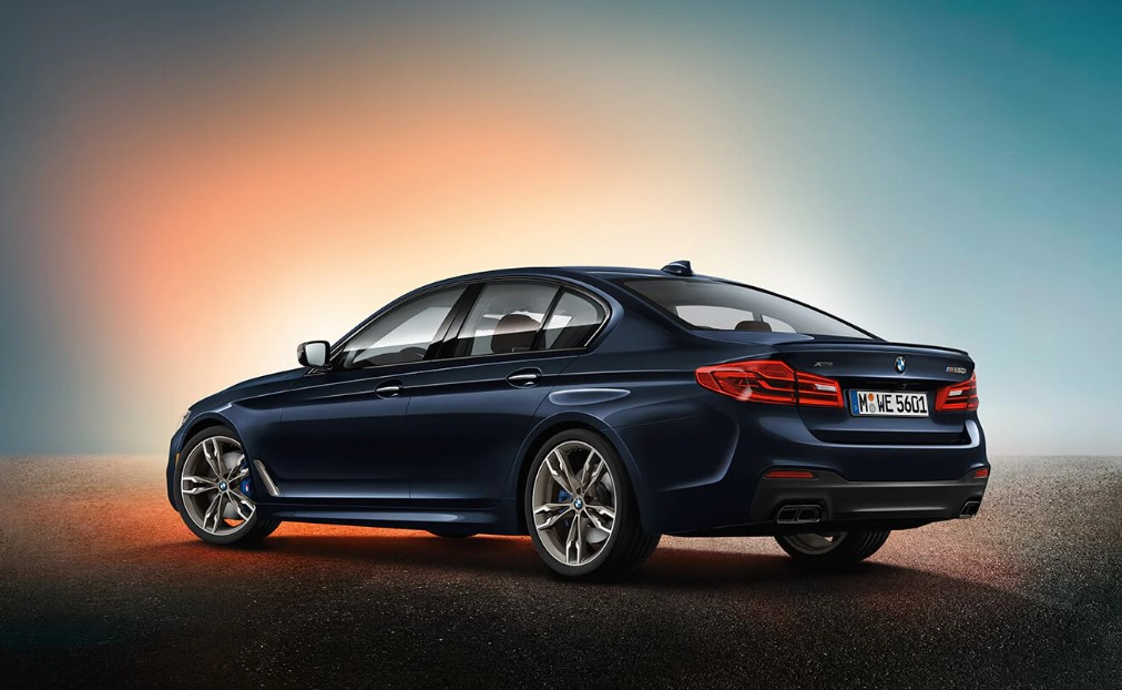 2019 BMW M550i xDrive Blue Metallic Rear Exterior