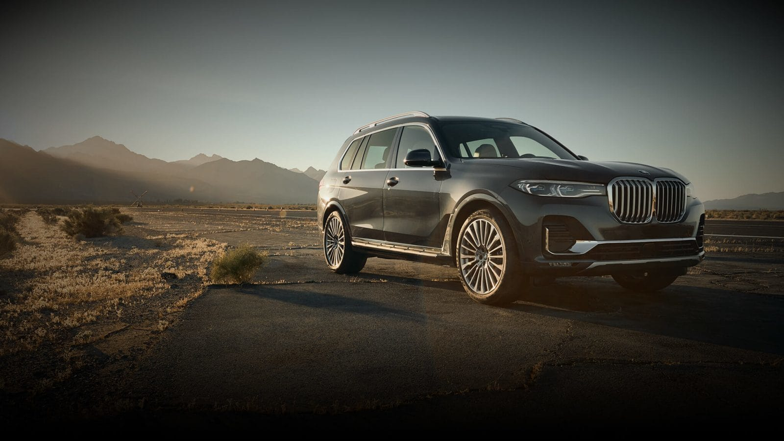 2019 BMW X7 Black Exterior Front View Picture