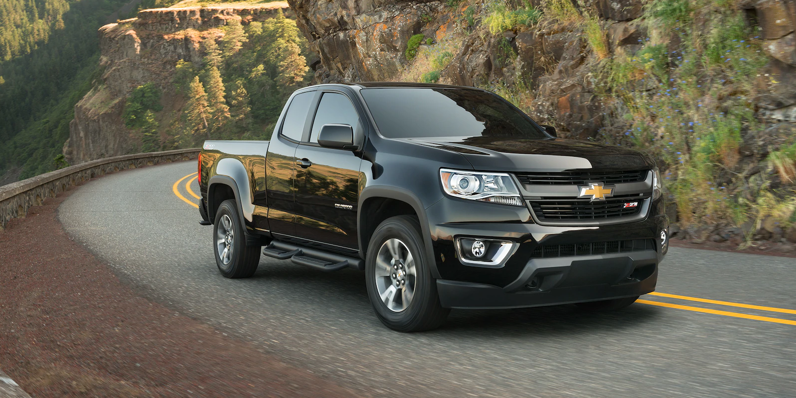2019 Chevrolet Colorado Black Exterior Front View Picture.png