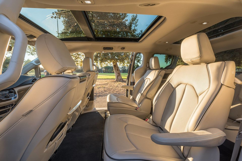 2019 Chrysler Pacifica Hybrid Interior Seating Picture