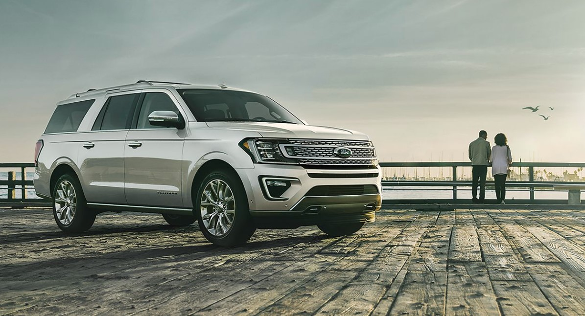 2019 Ford Expedition Driving White Exterior