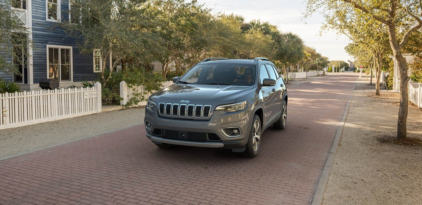 2019 Jeep Cherokee Limited Driving Exterior