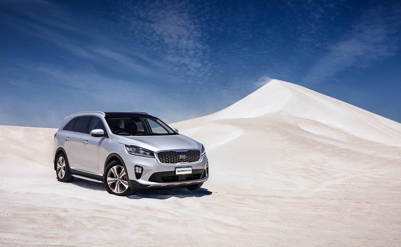 2019 Kia Sorento Front White Exterior Desert