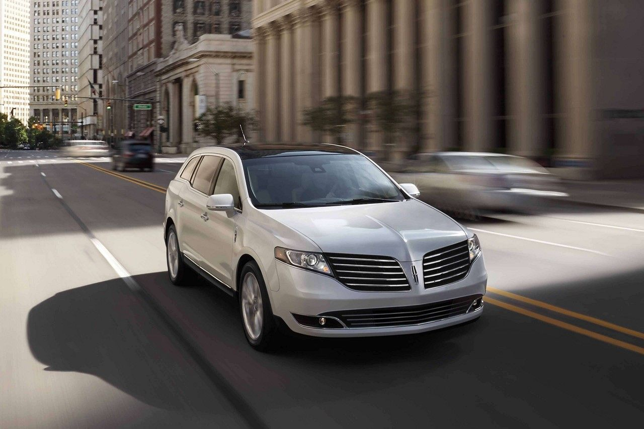 2019 Lincoln MKT White Driving Exterior