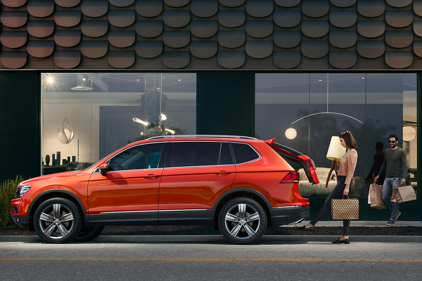 2019 Volkswagen SEL Premium Orange Exterior Side Profile Hands-free Liftgate