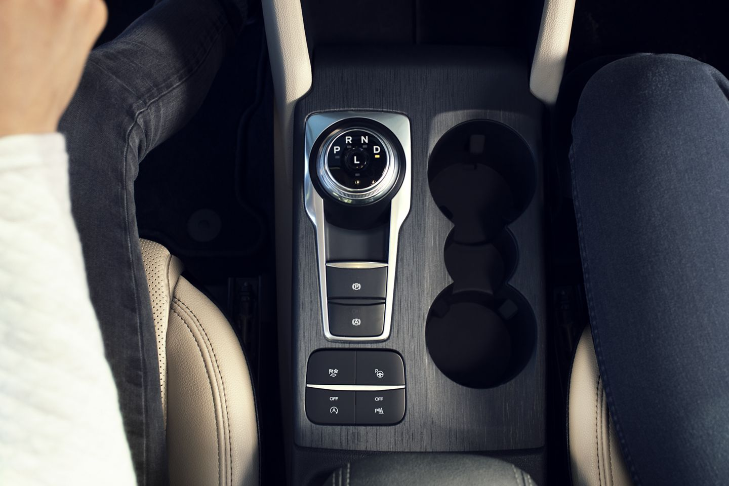 2020 Ford Escape Interior Rotary Gear Shift Detail Picture.