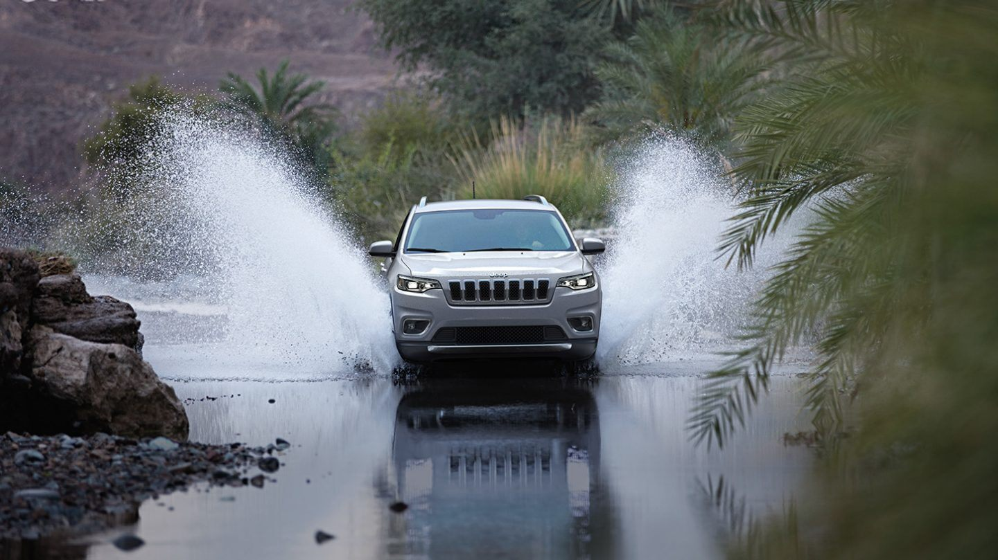 2020 Jeep Cherokee Front View Silver Exterior Picture Off-Road